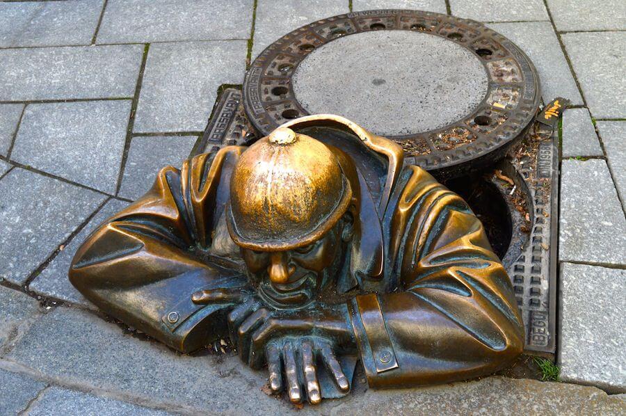 Peeping Tom statue at Bratislava