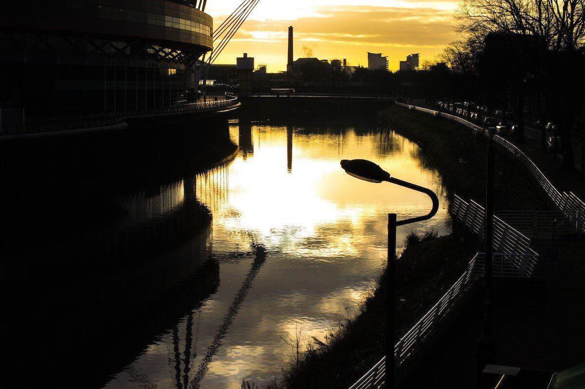 Sunrise at Cardiff, Nos Da Hotel
