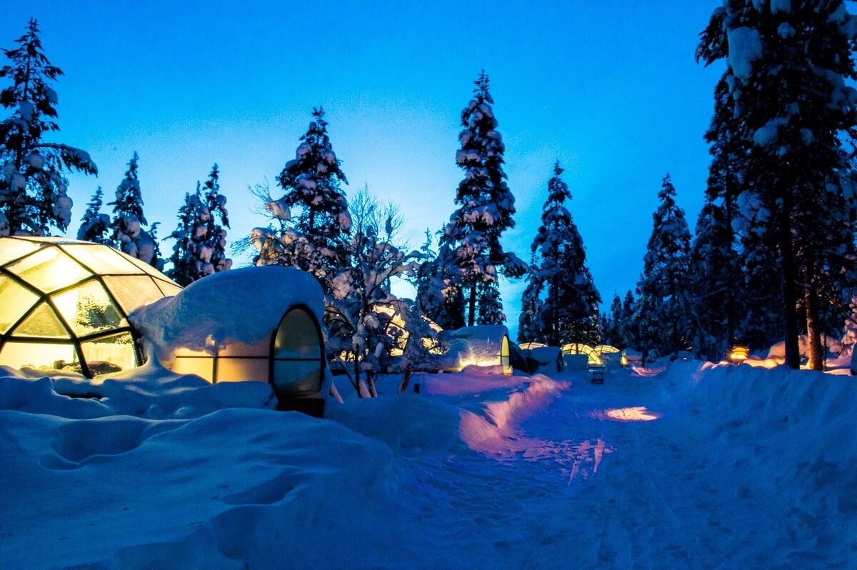 Kakslauttanen Glass Igloos at night