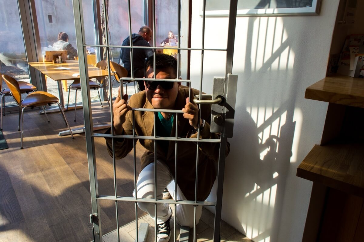 The Man of Wonders Locked Up Abroad
